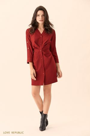 Платье-рубашка вишнёвого цвета с драпировками на талии фото
