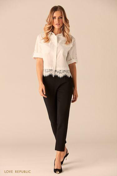 Короткая белая хлопковая рубашка с кружевом по краю 0151004332