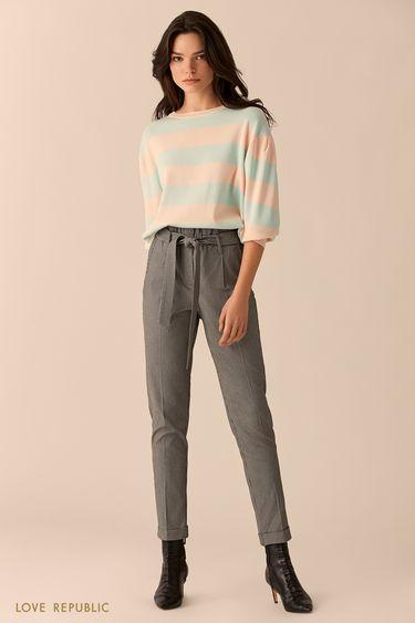 Укороченные тёмные брюки с чёрно-белым принтом 0151065723