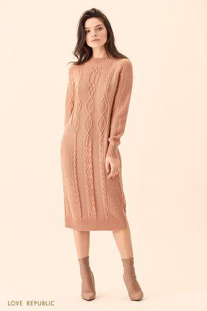 Длинное бежевое платье фактурной вязки фото