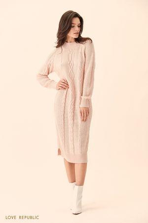Длинное розовое платье фактурной вязки