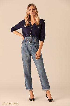 Синие джинсы с поясом фото