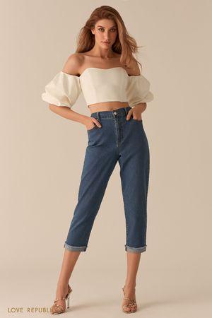 Укороченные джинсы с подворотами фото