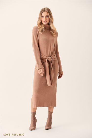 Трикотажное платье бежевого цвета с мягким поясом 0151137521
