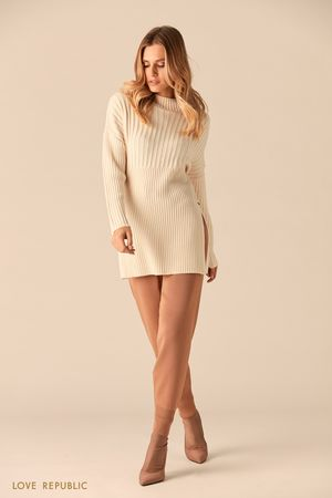 Длинный свитер из трикотажа в рубчик фото