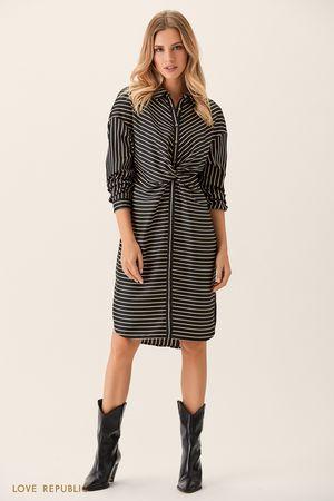 Платье-рубашка с драпировкой на поясе и чёрно-белым принтом фото