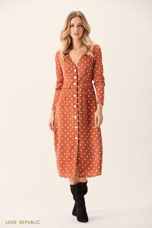 Платье миди с коричневым принтом и застёжкой спереди фото