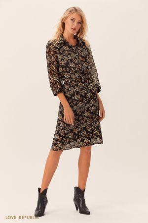 Платье-рубашка с бежевым цветочным принтом фото