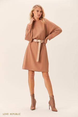 Бежевое платье с длинным поясом фото