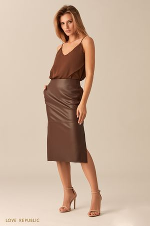Прямая юбка шоколадного цвета с заметными швами