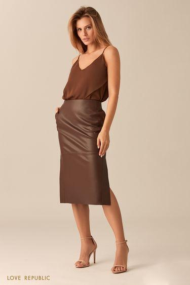 Прямая юбка шоколадного цвета с заметными швами 0153081226