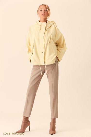 Широкая жёлтая куртка с капюшоном 0153227117