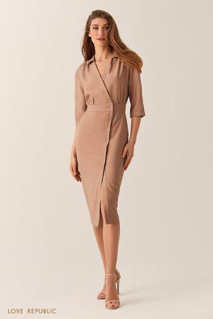 Платье на запах с асимметричным рядом пуговиц фото