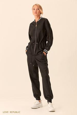 Спортивные брюки чёрного цвета с полосками фото