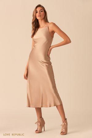 Открытое песочное платье из шелковистой ткани фото
