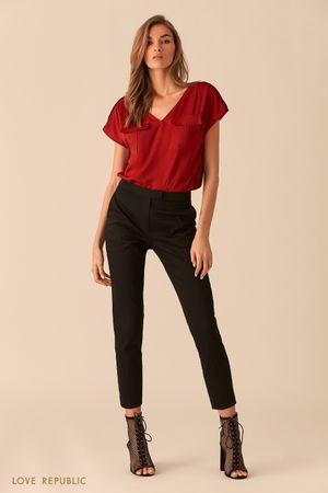 Бордовая блузка с карманами на груди фото
