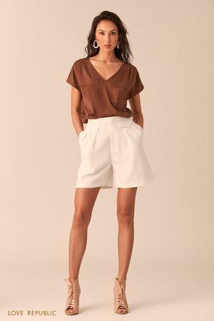 Блузка с карманами на груди цвета капучино фото