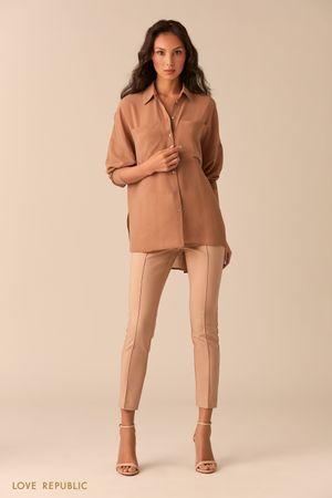 Бежевая блузка с нагрудными карманами фото
