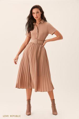 Платье цвета капучино с плиссированной юбкой фото