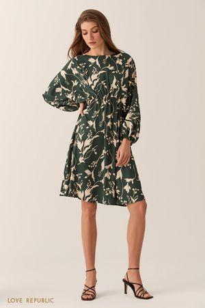 Свободное зеленое платье-кимоно с флористическим принтом фото