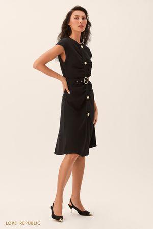 Приталенное черное платье с драпировками