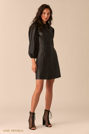 Чёрное платье изискусственной кожи спышными рукавами