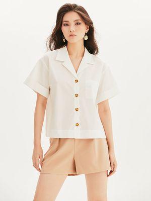 Рубашка с коротким рукавом и черепаховыми пуговицами