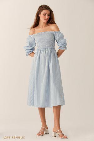 Голубое платье миди с открытыми плечами фото