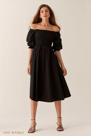 Черное платье миди с открытыми плечами фото