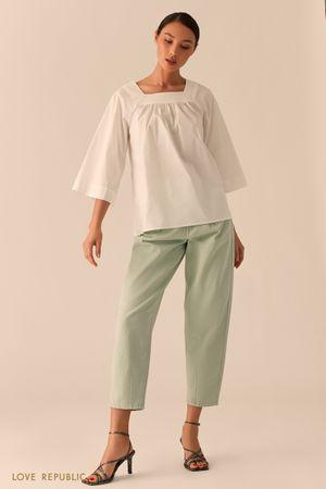 Белая блузка свободного кроя фото