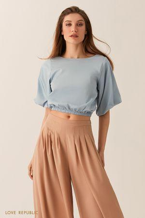 Укороченная блузка с объемными рукавами голубого цвета фото