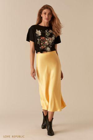 Атласная желтая юбка в бельевом стиле фото