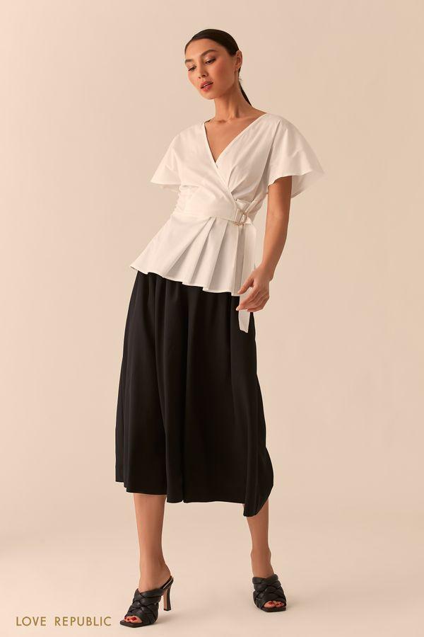 Белая блузка на запах с плиссировкой 0255070351-1