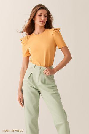 Желтая футболка с объемными рукавами фото