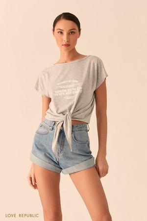 Серая футболка свободного кроя с узлом на талии фото