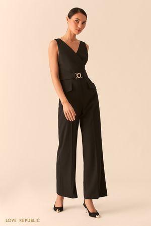 Черный комбинезон с верхом на запах и брюками палаццо фото