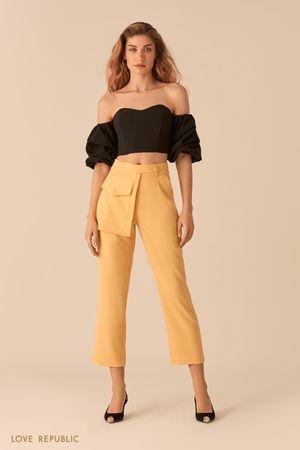 Укороченные желтые брюки с отстегивающимся наружным карманом фото