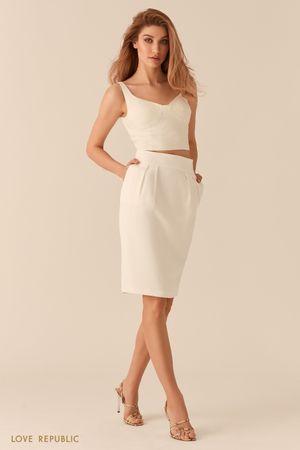 Молочная юбка-тюльпан со шлицей длины до колена фото