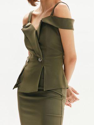 Блузка комбинированного кроя с декоративными пуговицами