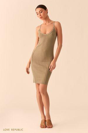 Открытое платье-футляр цвета хаки из фактурного трикотажа с заклепками фото