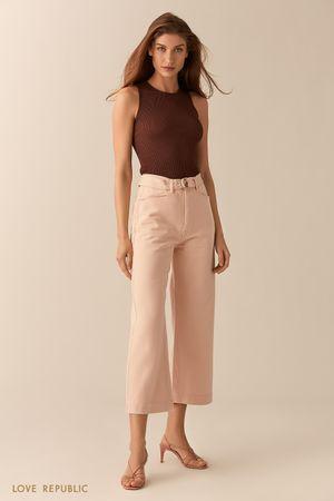 Светло-розовые укороченные джинсы клеш фото