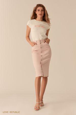 Джинсовая светло-розовая юбка миди с рядом пуговиц фото