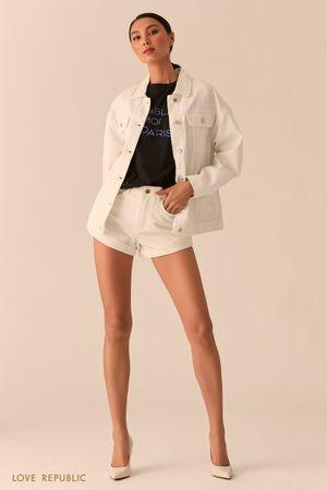 Белая джинсовая куртка свободного кроя фото