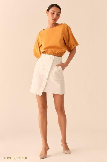 Джинсовая белая юбка асимметричного кроя с накладными карманами 0255435231