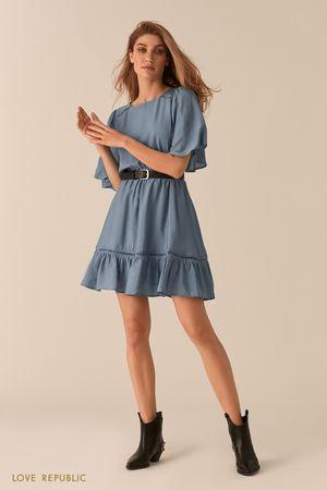 Голубое платье с рукавами-воланами и кожаным ремнем фото