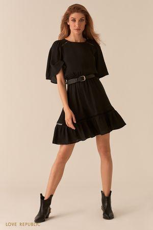 Черное платье с рукавами-воланами и кожаным ремнем фото