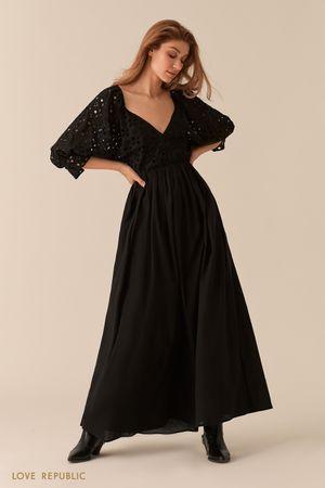 Черное платье макси с объемными рукавами и топом с перфорацией фото