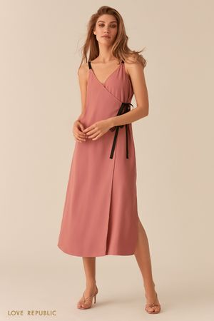 Розовое платье в бельевом стиле кроя на запах Love Republic