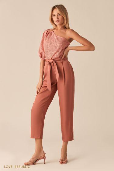 Розовая блузка на одно плечо из ткани с перфорацией 0256054335