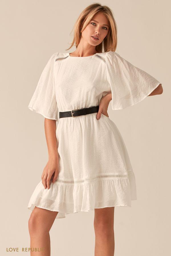 Белое платье с рукавами-воланами и акцентным ремнем 0256026523-1